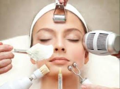 Tratamientos de rejuvenecimiento facial: esenciales para proyectar un rostro nuevo